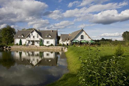 Zielony-Zakatek-otoczenie-Hotel-i-Sala-weselna